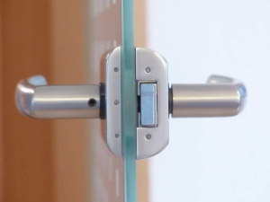 cerradura puerta cristal
